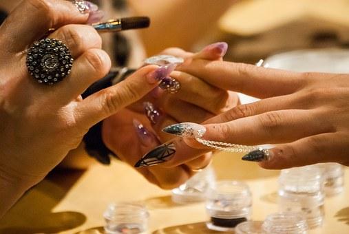 manicure hybrydowy w Poznaniu