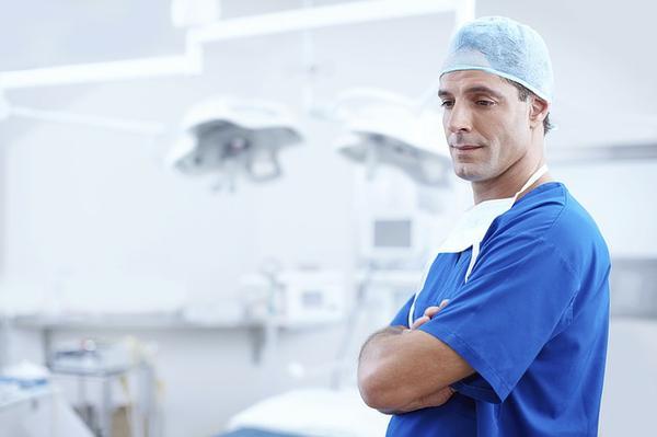implanty w Toruniu